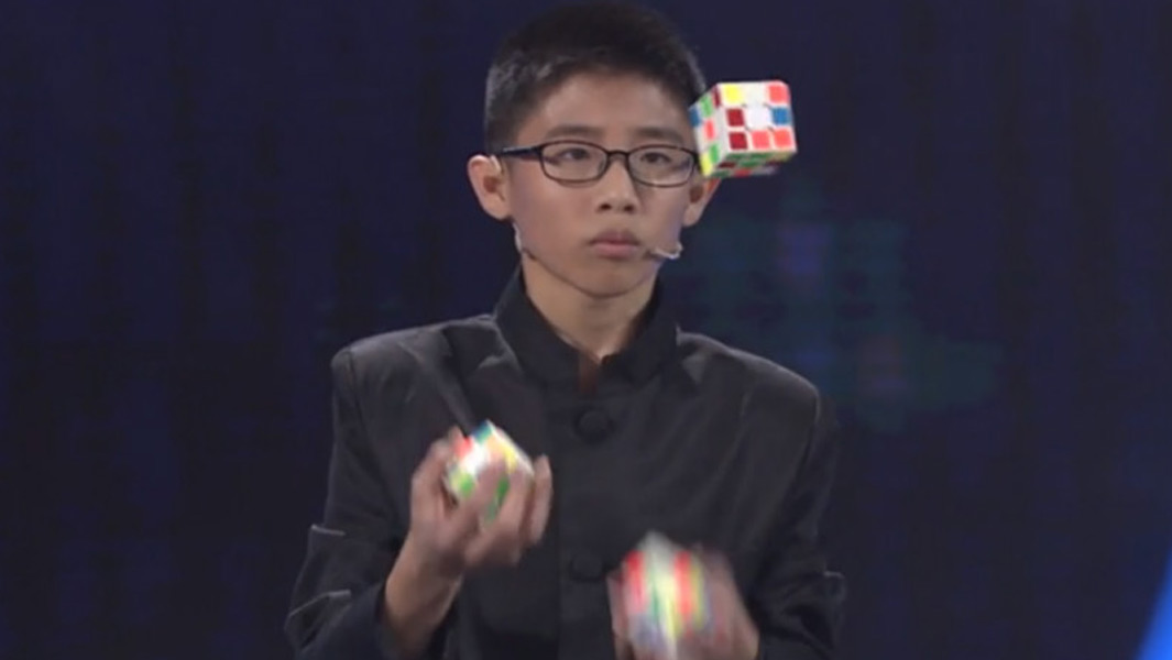fastest time to solve three rubiks cubes while juggling header