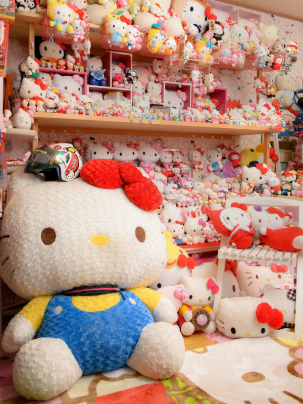Largest collection of Hello Kitty memorabilia 2
