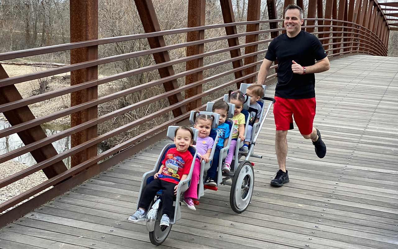 Dad of quintuplets runs marathon - guinness world records